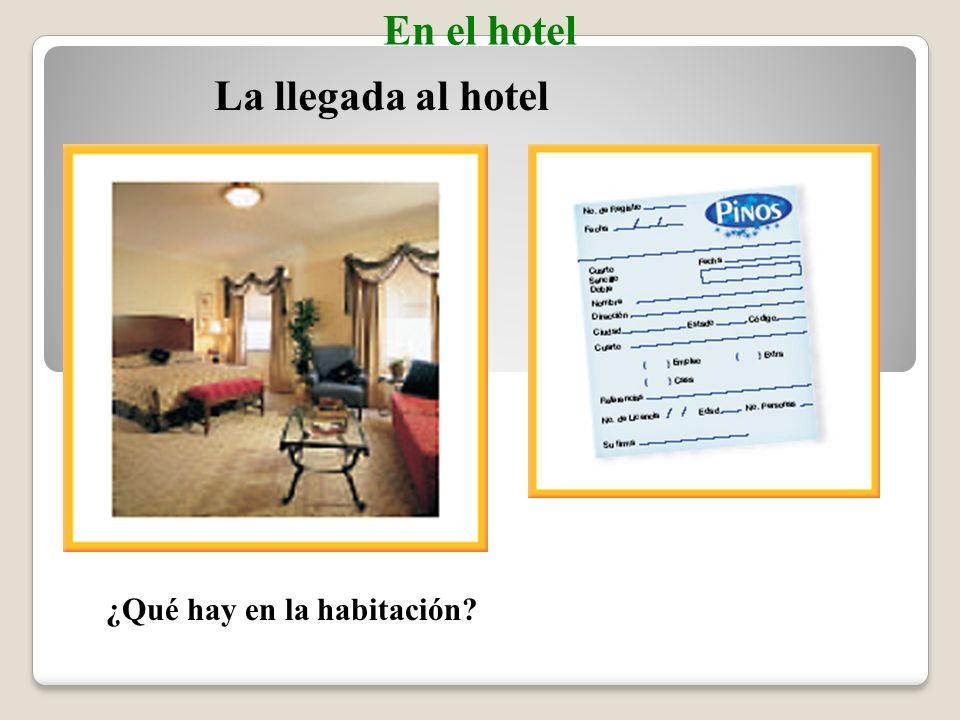 el hotelhotel Checking into a hotel Vocabulario En el hotel la recepciónfront desk (hotel) el/la recepcionistahotel clerk el/la cliente, el/la huésped customer, hotel guest la ficha, la tarjetaregistration card (Spanish-English)
