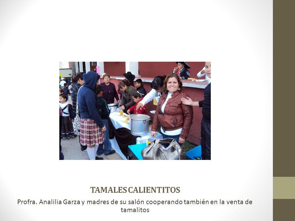 TAMALES CALIENTITOS Profra. Analilia Garza y madres de su salón cooperando también en la venta de tamalitos