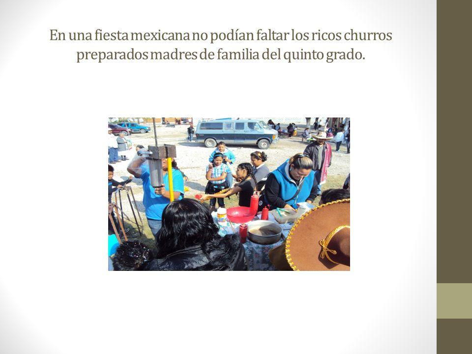 En una fiesta mexicana no podían faltar los ricos churros preparados madres de familia del quinto grado.