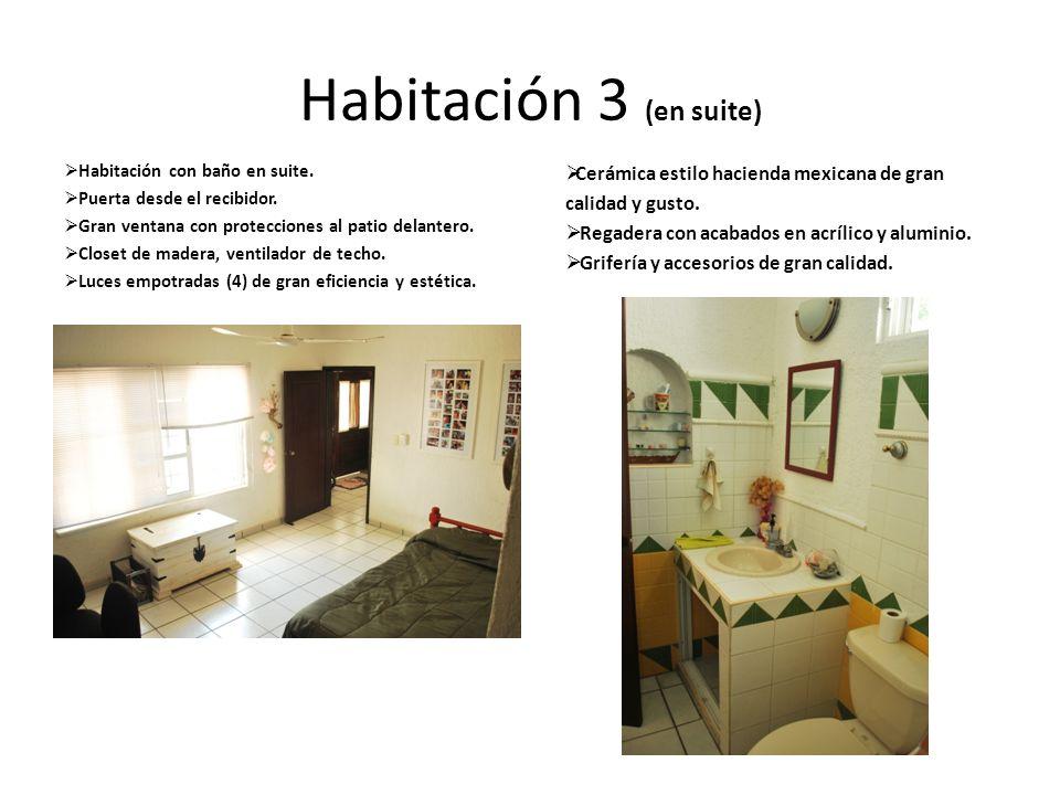 Habitación 3 (en suite) Habitación con baño en suite. Puerta desde el recibidor. Gran ventana con protecciones al patio delantero. Closet de madera, v