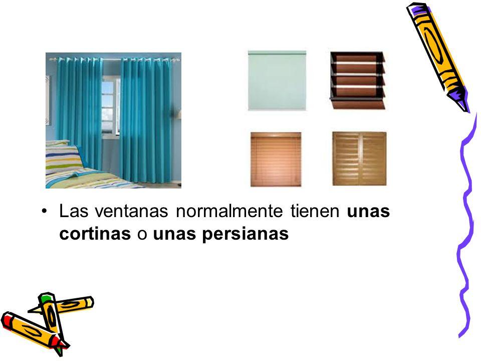 Las ventanas normalmente tienen unas cortinas o unas persianas