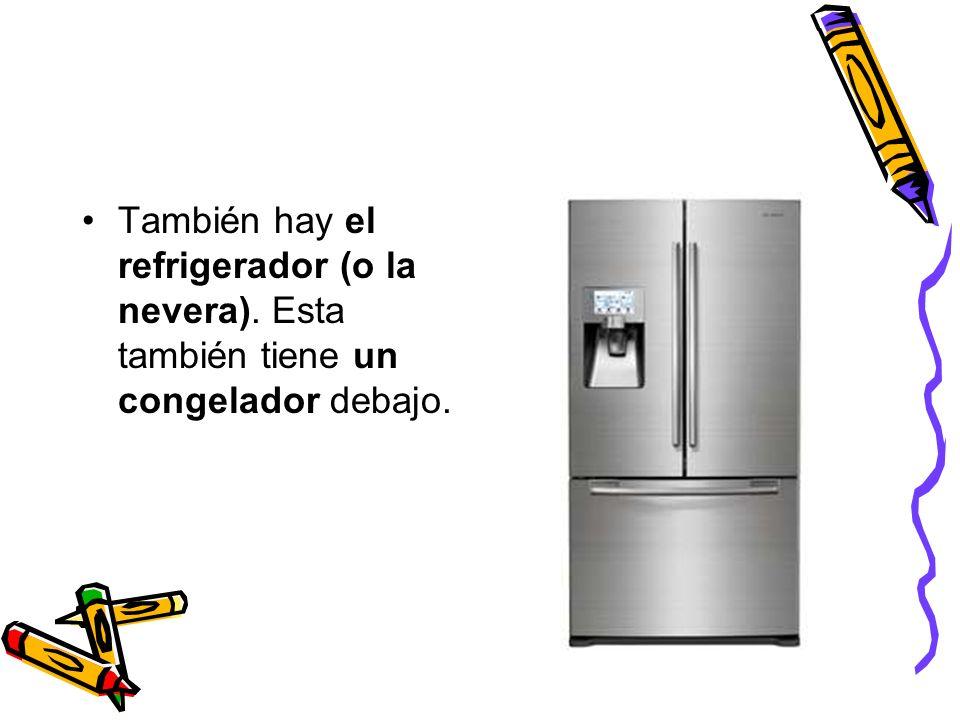 También hay el refrigerador (o la nevera). Esta también tiene un congelador debajo.