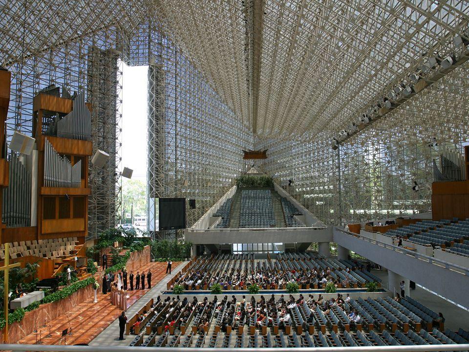 La Catedral de Cristal no tiene aire acondicionado. Por el contrario, es enfriado por el aire fresco que fluye desde el nivel del suelo a través de la