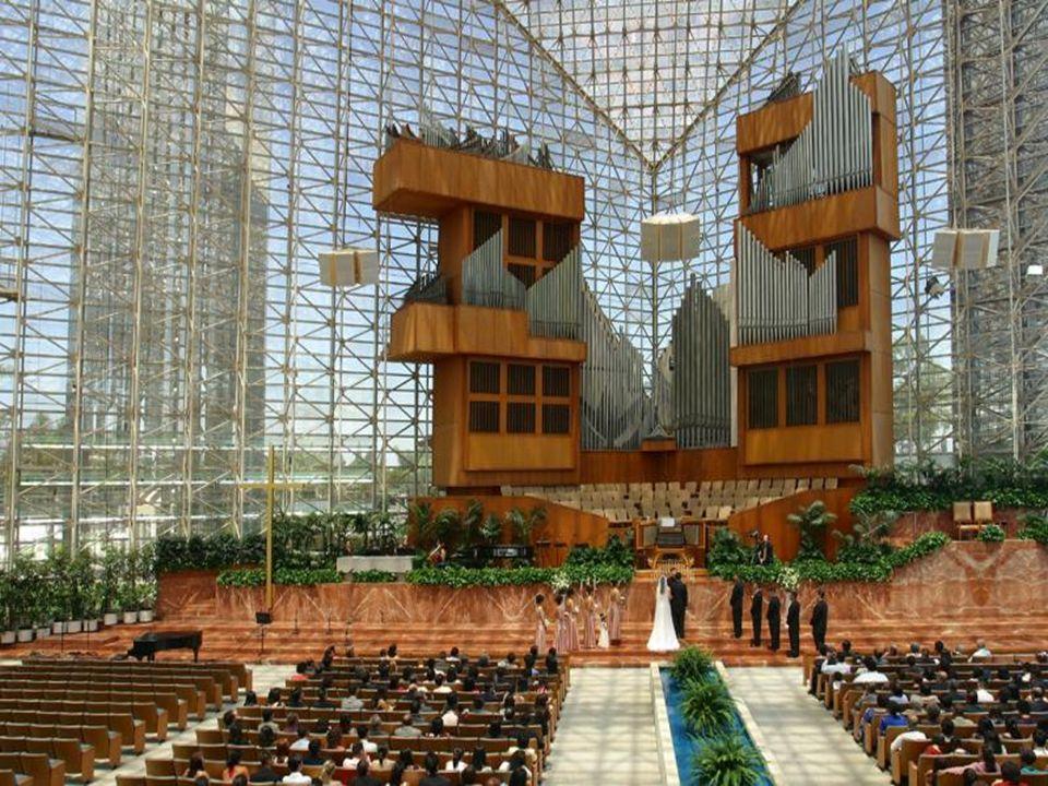 El órgano de la Catedral, que fue posible por una donación de las Sras. Hazel Wright, de Chicago, es el tercer órgano de tubos de la iglesia en el mun