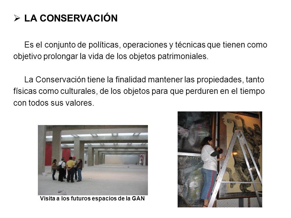LA CONSERVACIÓN Es el conjunto de políticas, operaciones y técnicas que tienen como objetivo prolongar la vida de los objetos patrimoniales. La Conser