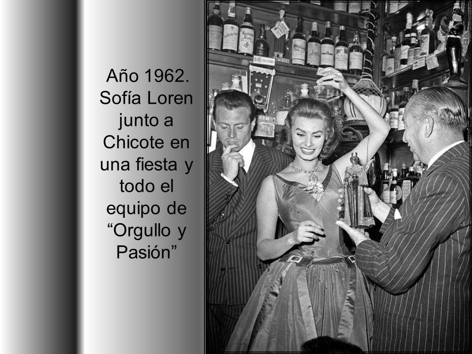 Durante el desarrollismo de los sesenta, cuando España se adentraba de lleno en la sociedad del consumo, la Gran Vía explotó su imagen de prosperidad