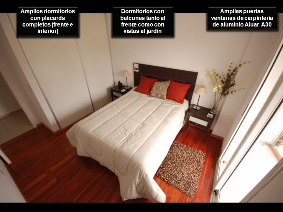 Amplios dormitorios con placards completos (frente e interior) Dormitorios con balcones tanto al frente como con vistas al jardín Amplias puertas vent