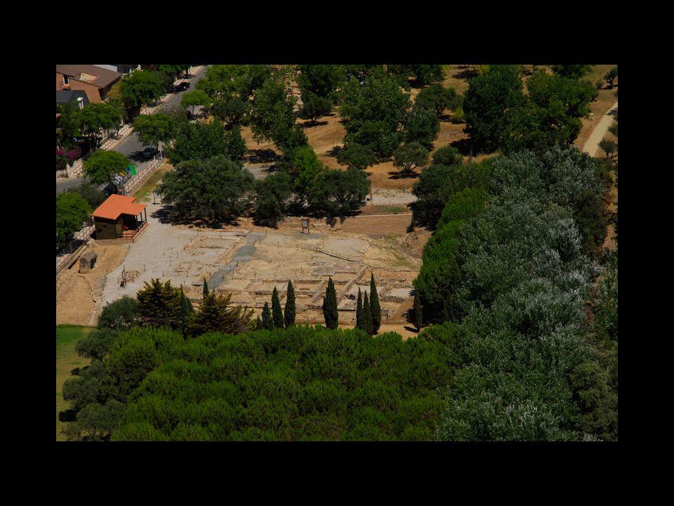 Durante los años 1983 y 1984 se pusieron en marcha las primeras excavaciones arqueológicas.