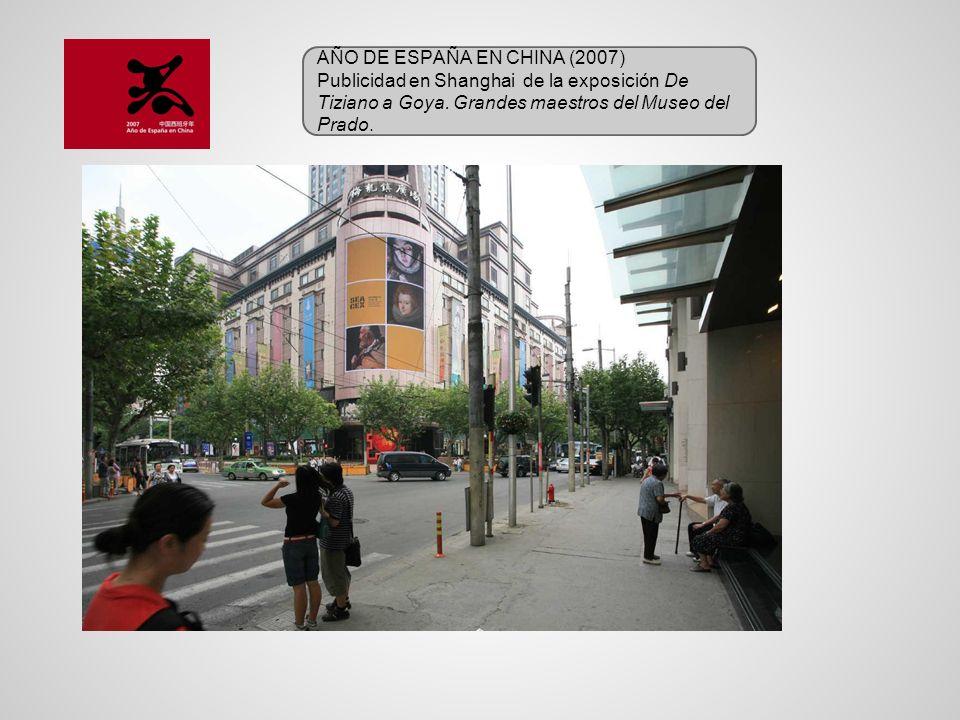 AÑO DE ESPAÑA EN CHINA (2007) Publicidad en Shanghai de la exposición De Tiziano a Goya. Grandes maestros del Museo del Prado.