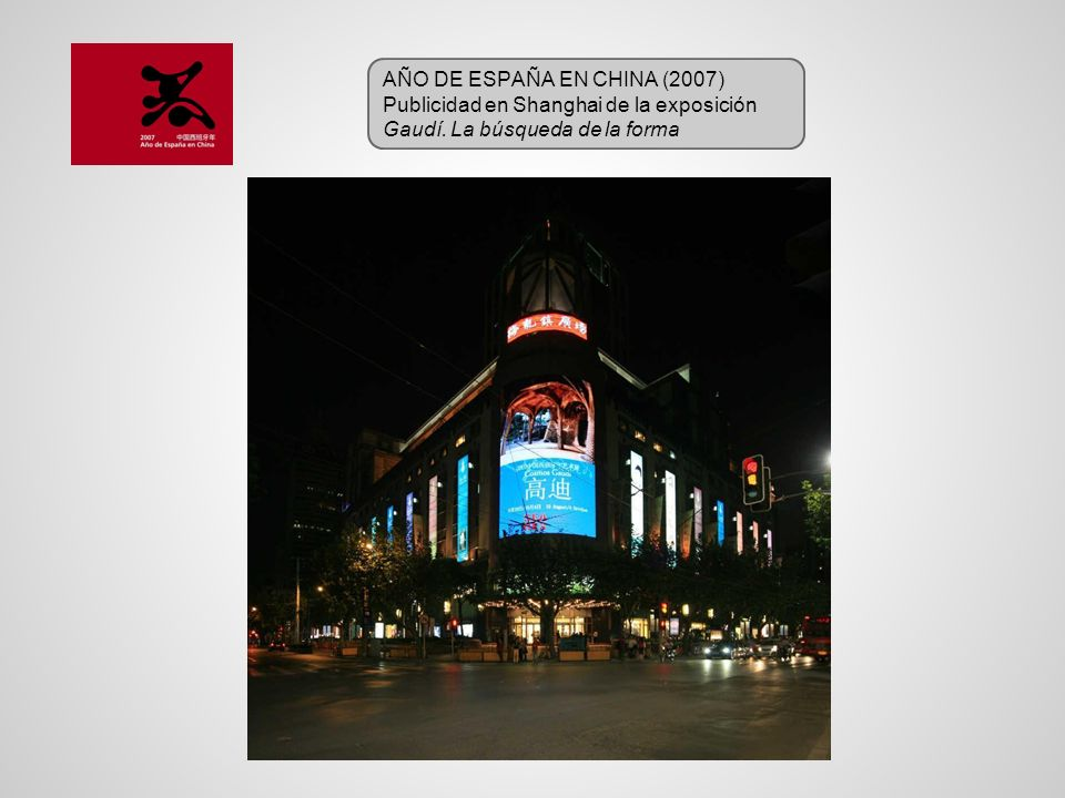 AÑO DE ESPAÑA EN CHINA (2007) Publicidad en Shanghai de la exposición Gaudí. La búsqueda de la forma