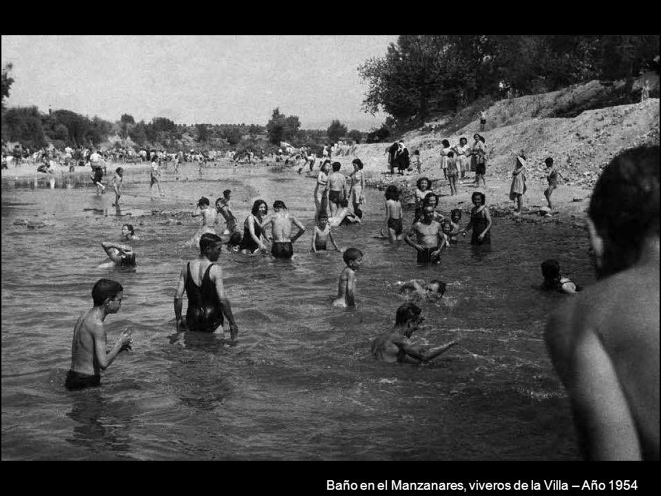 Baño en el Manzanares junto al puente de los Franceses – Año 1954