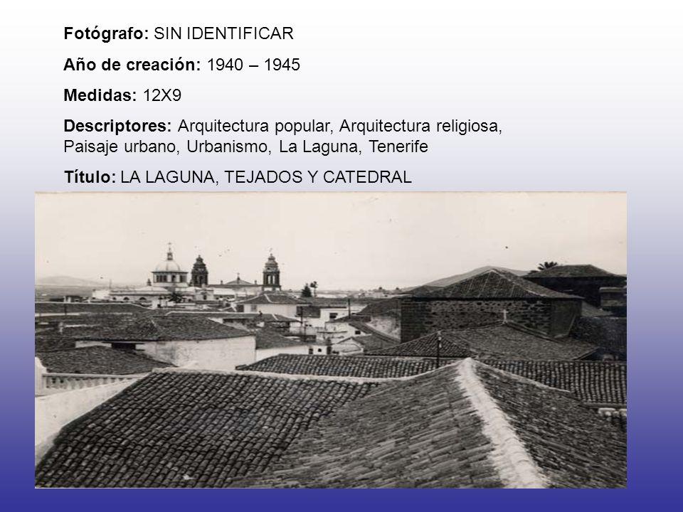 Fotógrafo: SIN IDENTIFICAR Año de creación: 1940 – 1945 Medidas: 12X9 Descriptores: Arquitectura popular, Arquitectura religiosa, Paisaje urbano, Urbanismo, La Laguna, Tenerife Título: LA LAGUNA, TEJADOS Y CATEDRAL