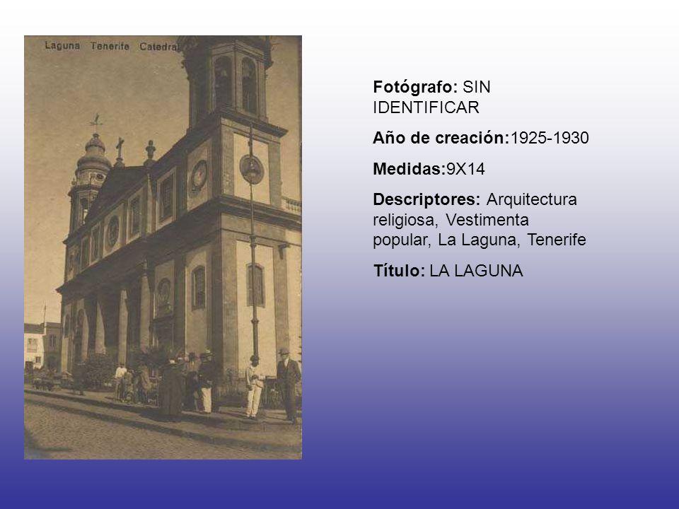 Fotógrafo: SIN IDENTIFICAR Año de creación:1925-1930 Medidas:9X14 Descriptores: Arquitectura religiosa, Vestimenta popular, La Laguna, Tenerife Título