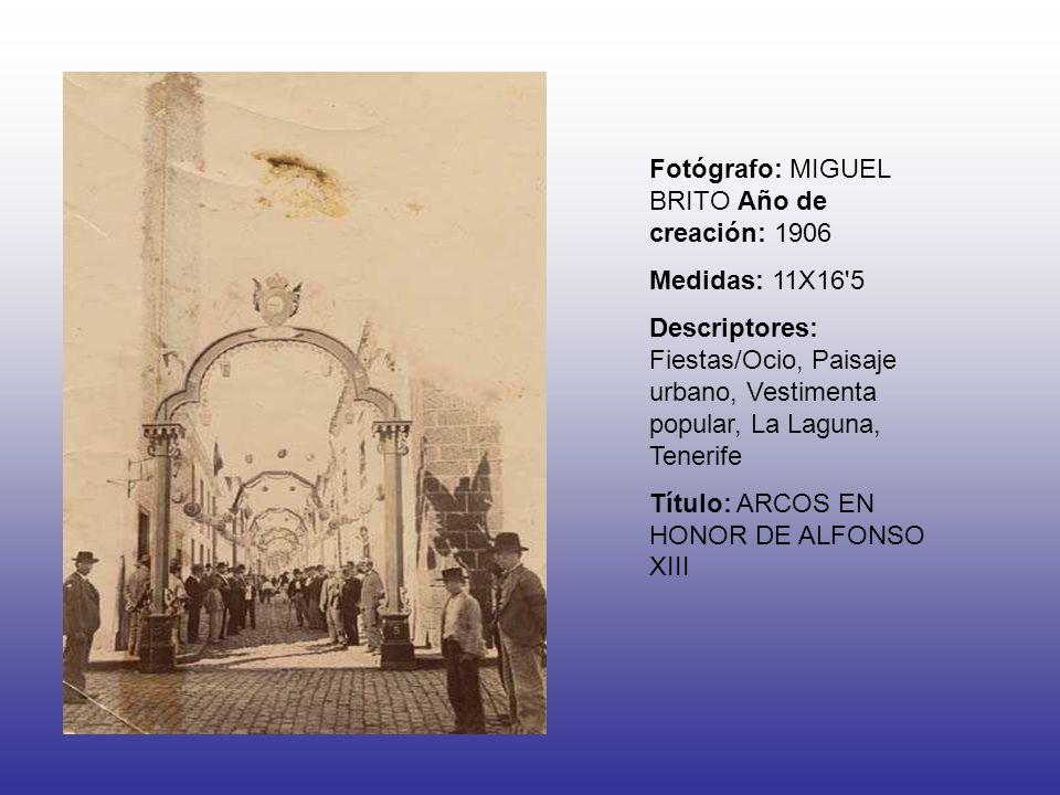 Fotógrafo: MIGUEL BRITO Año de creación: 1906 Medidas: 11X16'5 Descriptores: Fiestas/Ocio, Paisaje urbano, Vestimenta popular, La Laguna, Tenerife Tít