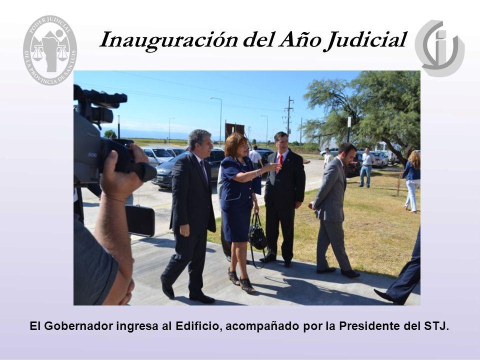 Inauguración del Año Judicial El Gobernador ingresa al Edificio, acompañado por la Presidente del STJ.