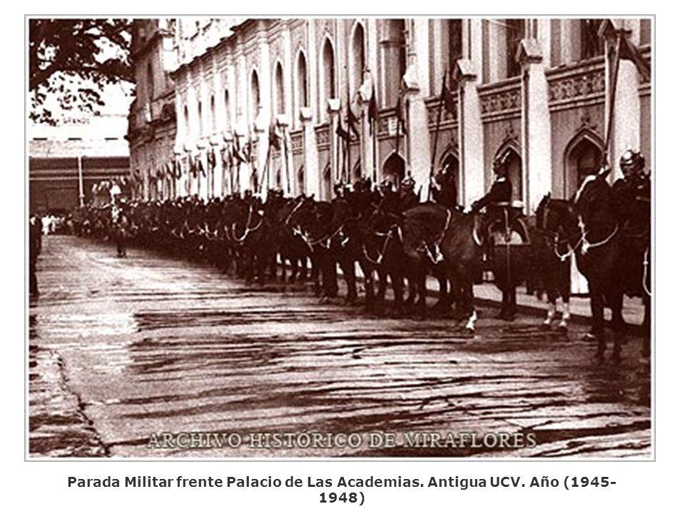 Parada Militar frente Palacio de Las Academias. Antigua UCV. Año (1945- 1948)