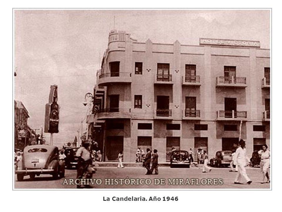 Plaza Bolívar de Caracas. Reservistas del Batallón Motoblindados. Año 1946