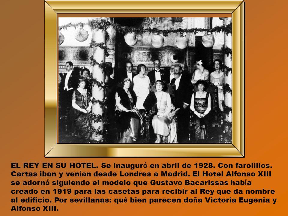 LA CALLE SAN FERNANDO. De Sevilla a la Feria. É sta era la calle principal de entrada al recinto. Muchas cosas han cambiado desde 1910. Tras los á rbo