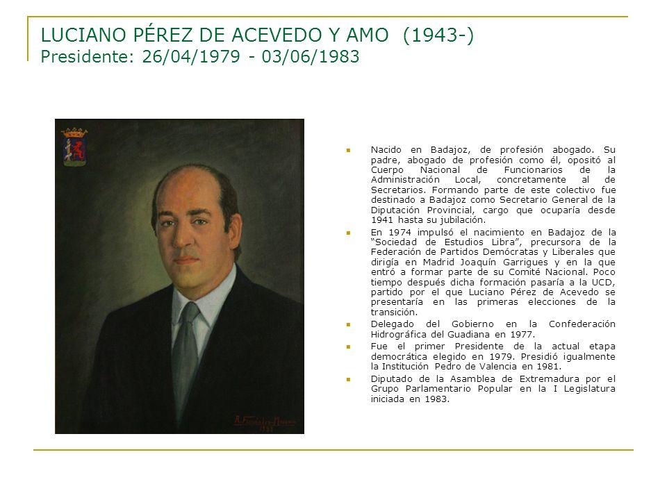 Nacido en Badajoz, de profesión abogado. Su padre, abogado de profesión como él, opositó al Cuerpo Nacional de Funcionarios de la Administración Local