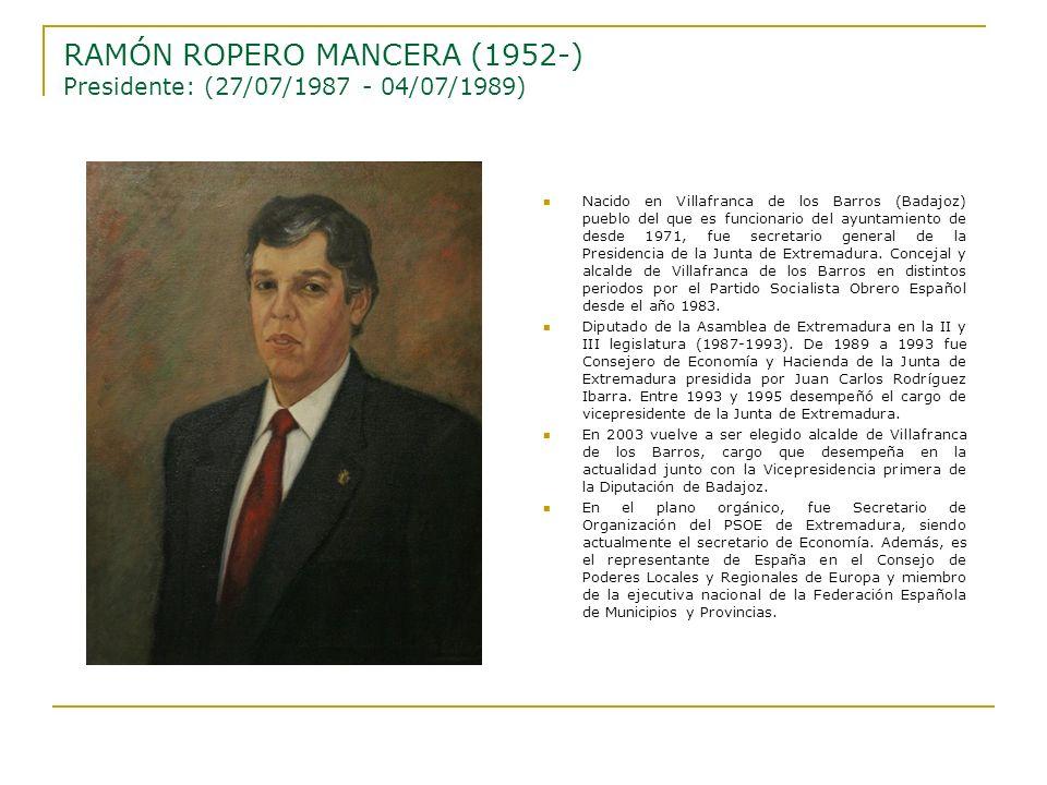Nacido en Villafranca de los Barros (Badajoz) pueblo del que es funcionario del ayuntamiento de desde 1971, fue secretario general de la Presidencia d