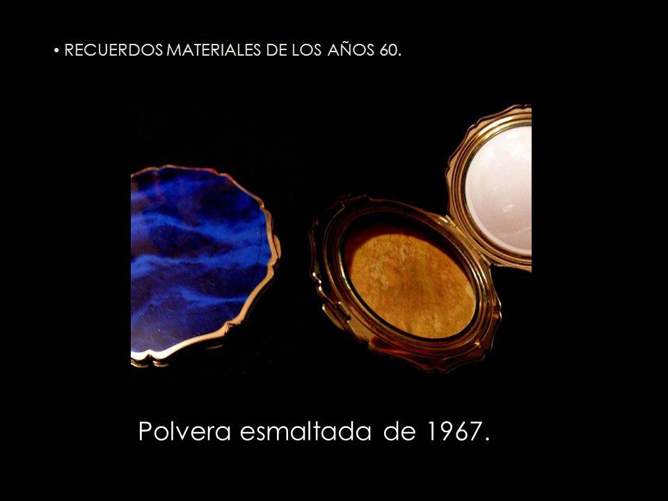 Polvera esmaltada de 1967. RECUERDOS MATERIALES DE LOS AÑOS 60.