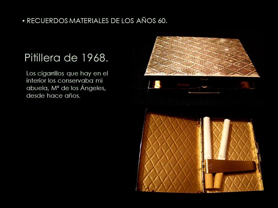Pitillera de 1968. Los cigarrillos que hay en el interior los conservaba mi abuela, Mª de los Ángeles, desde hace años. RECUERDOS MATERIALES DE LOS AÑ