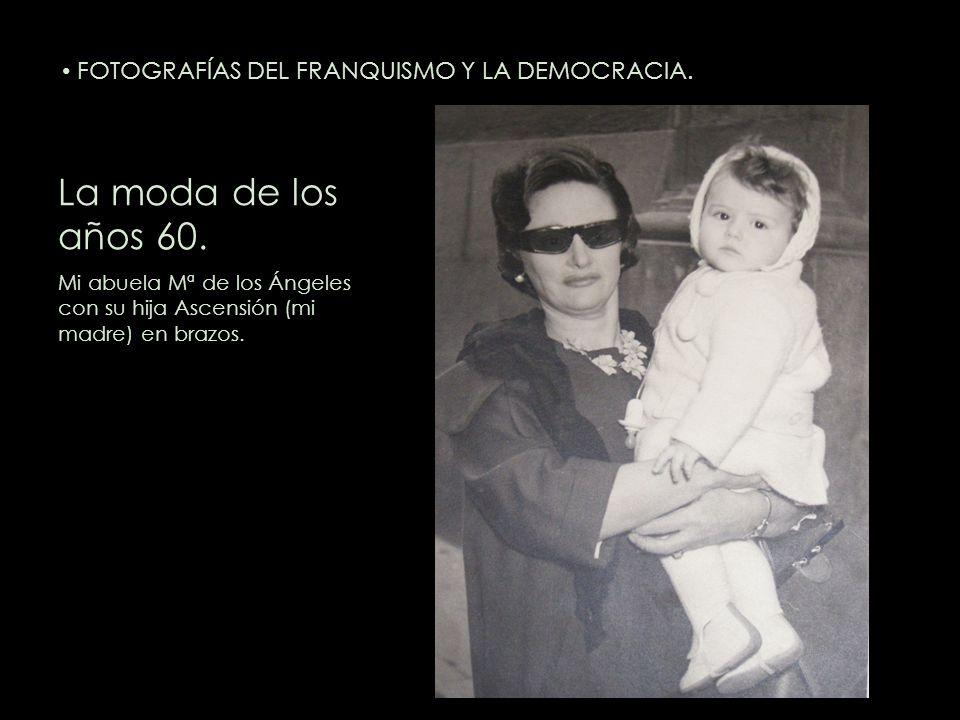 La moda de los años 60. Mi abuela Mª de los Ángeles con su hija Ascensión (mi madre) en brazos. FOTOGRAFÍAS DEL FRANQUISMO Y LA DEMOCRACIA.