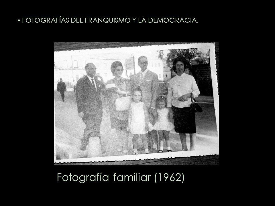 Fotografía familiar (1962) FOTOGRAFÍAS DEL FRANQUISMO Y LA DEMOCRACIA.
