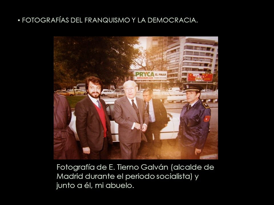 Fotografía de E. Tierno Galván (alcalde de Madrid durante el periodo socialista) y junto a él, mi abuelo. FOTOGRAFÍAS DEL FRANQUISMO Y LA DEMOCRACIA.