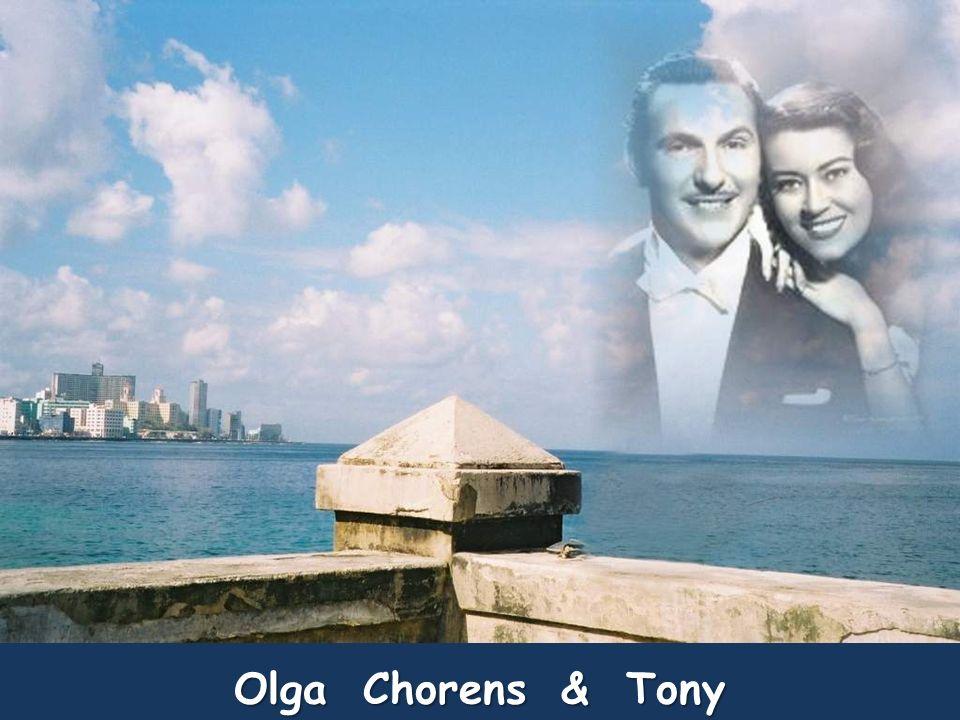 Fernando Albuerne nació en 1920 en Oriente, Cuba. Desde 1947 realizó continuas giras por toda América. En Cuba estuvo ligado a Radio Suaritos hasta 19