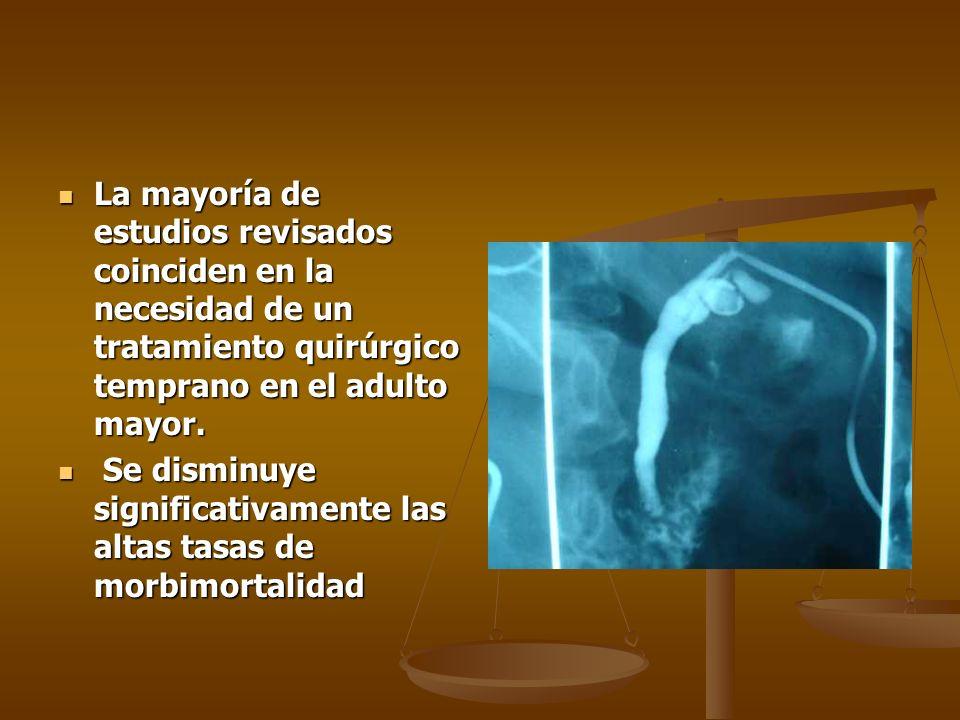 La mayoría de estudios revisados coinciden en la necesidad de un tratamiento quirúrgico temprano en el adulto mayor. La mayoría de estudios revisados