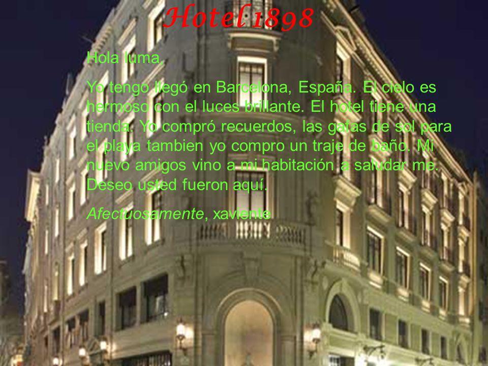 Hotel 1898 Hola luma, Yo tengo llegó en Barcelona, España. El cielo es hermoso con el luces brillante. El hotel tiene una tienda. Yo compró recuerdos,