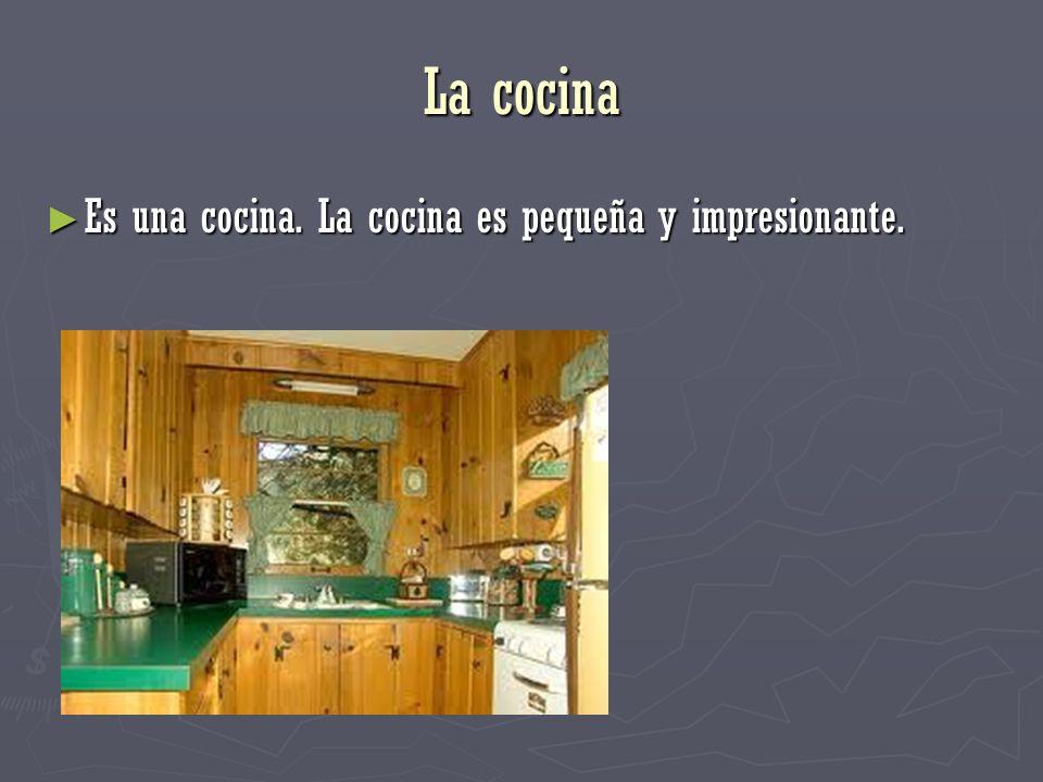 La cocina Es una cocina. La cocina es pequeña y impresionante.
