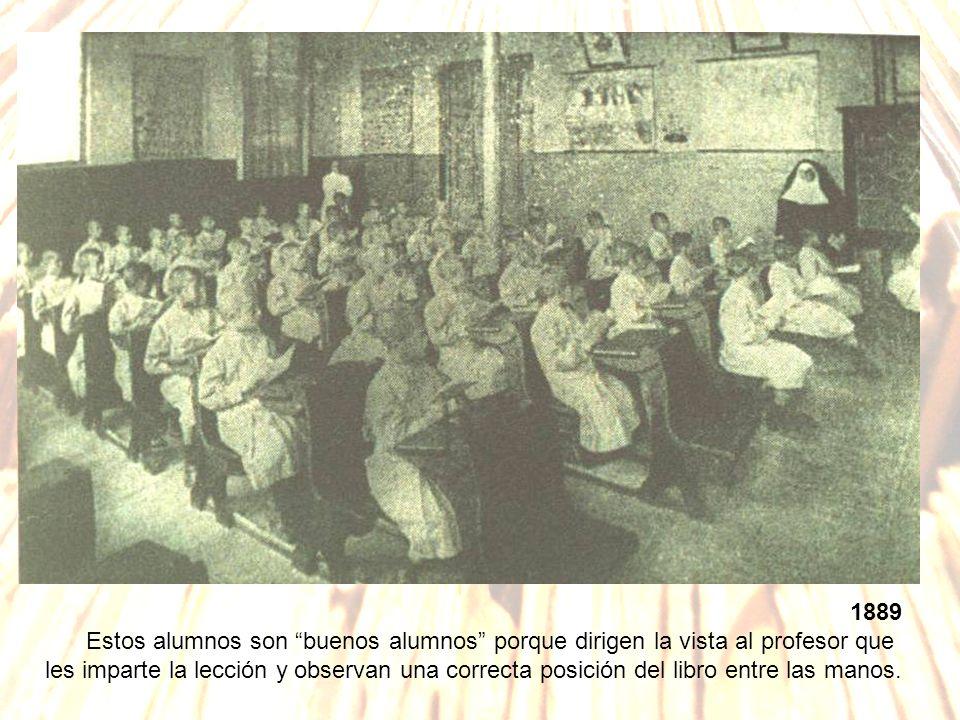 1889 Estos alumnos son buenos alumnos porque dirigen la vista al profesor que les imparte la lección y observan una correcta posición del libro entre las manos.