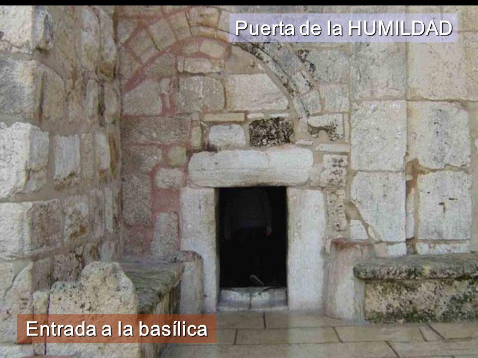 Entrada a la basílica Puerta de la HUMILDAD