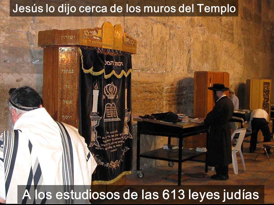 5º Parte del evangelio de Mateo (c21-25): Tu Rey entra humildemente en Jerusalén A la derecha: cúpulas del Sto. Sepulcro, y a la izquierda la cúpula d