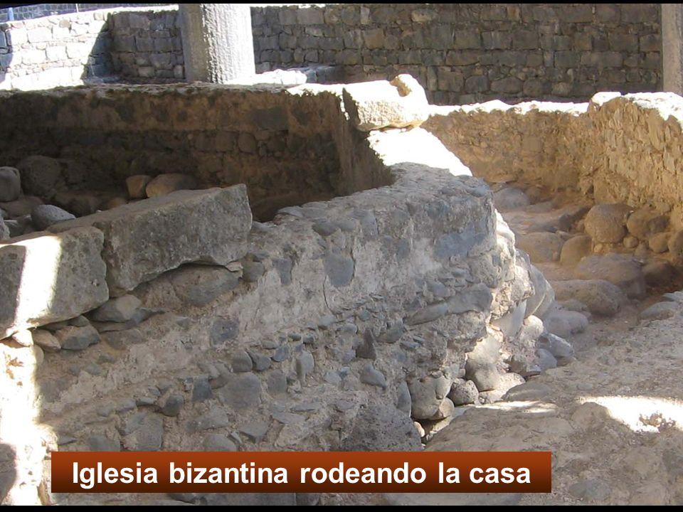 Iglesia bizantina rodeando la casa