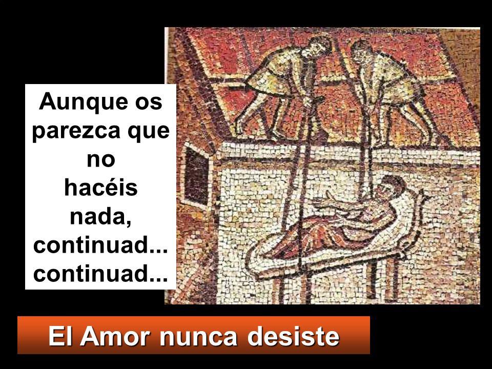 y, como no podían meterlo, por el gentío, levantaron unas tejas encima de donde estaba Jesús, abrieron un boquete y descolgaron la camilla con el paralítico.