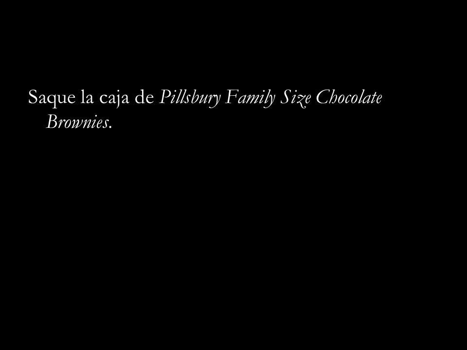 Saque la caja de Pillsbury Family Size Chocolate Brownies.