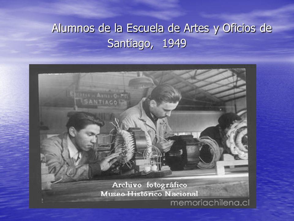 Alumnos de la Escuela de Artes y Oficios, ca. 1970 www.memoriachilena.cl