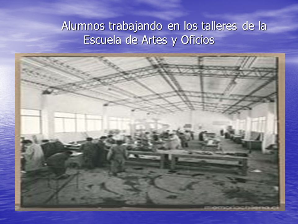 Alumnos trabajando en los talleres de la Escuela de Artes y Oficios Alumnos trabajando en los talleres de la Escuela de Artes y Oficios