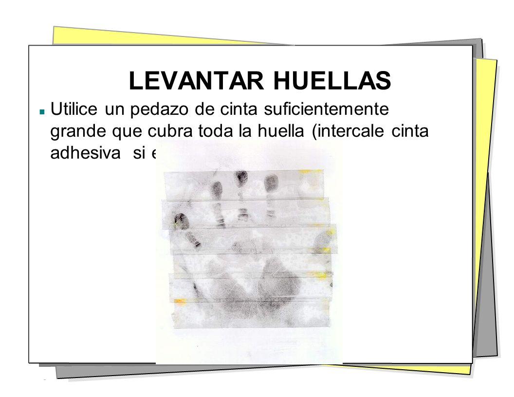 LEVANTAR HUELLAS Utilice un pedazo de cinta suficientemente grande que cubra toda la huella (intercale cinta adhesiva si es necesario).