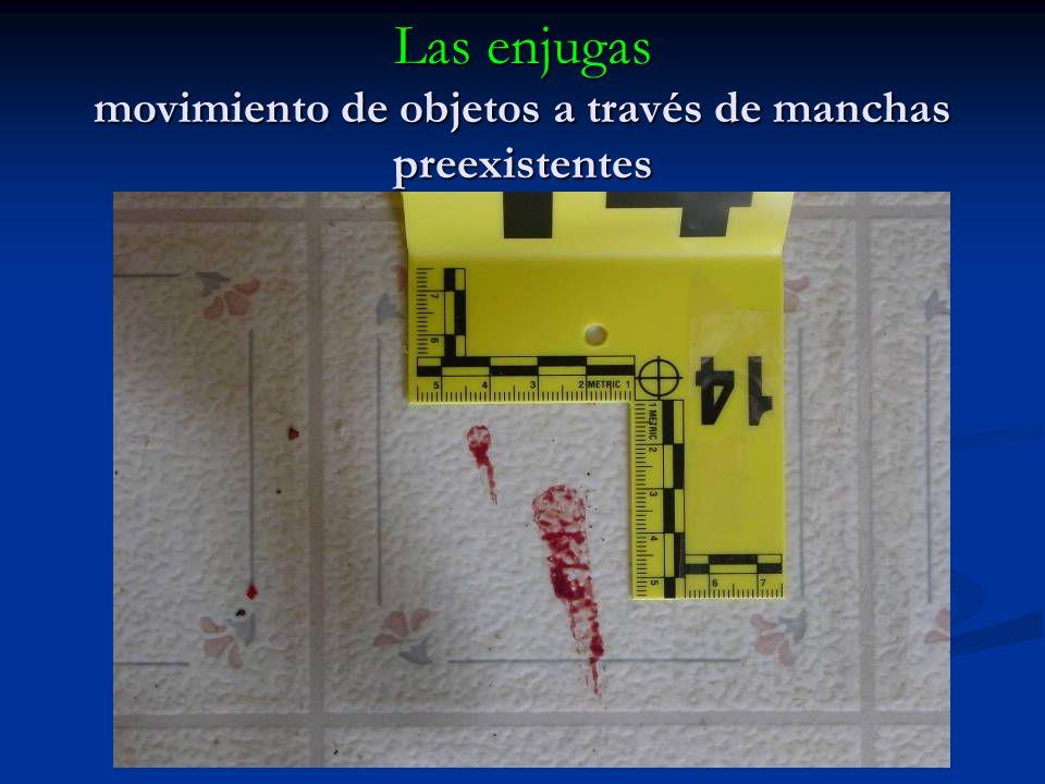 Los golpetazos sangre transferida a una superficie por otro objeto en movimiento