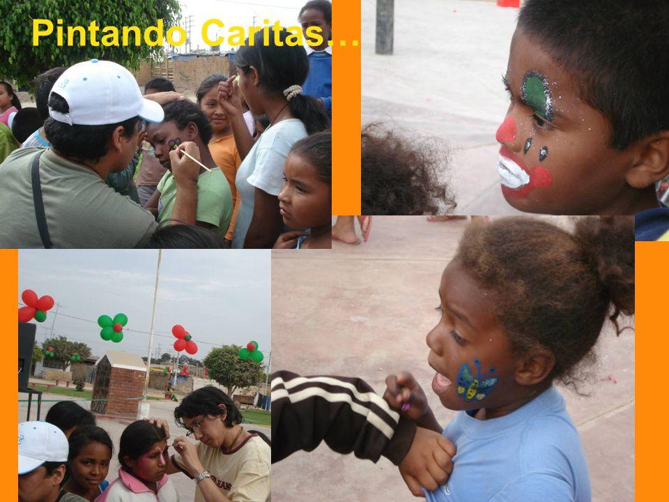 Y COMIENZA EL SHOW… Entusiastas Voluntarios Mauricio y Robert animando a los niños y niñas Plaza UPIS El Carmen