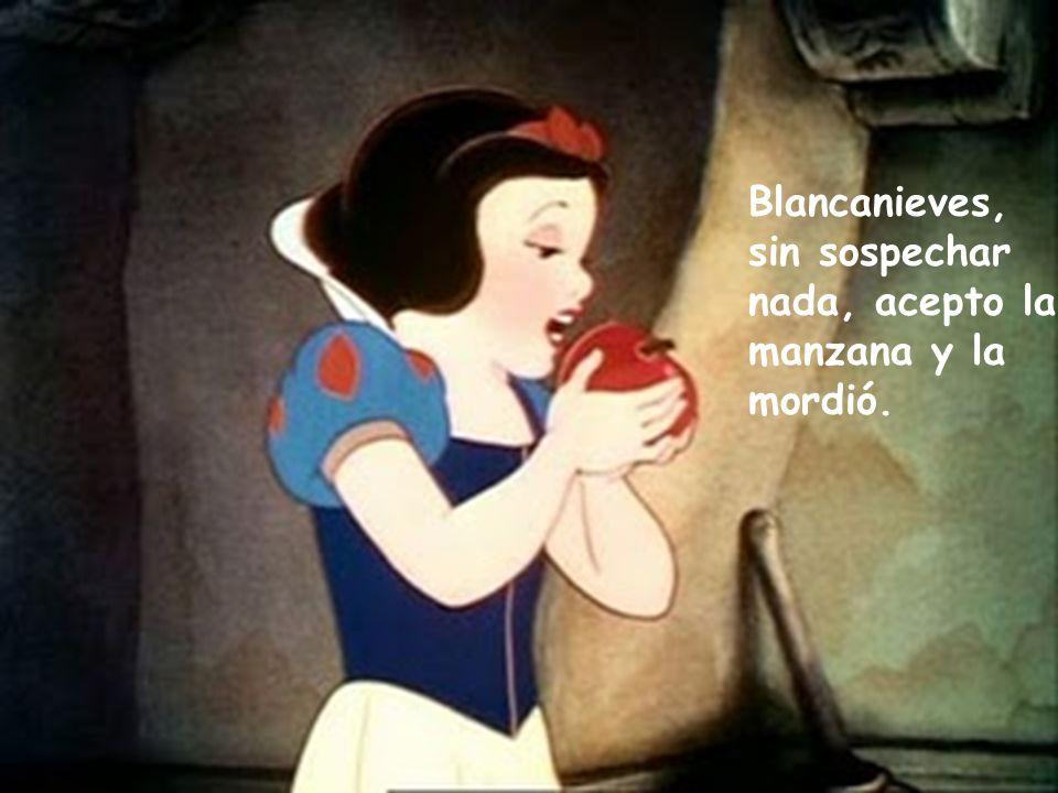 Blancanieves, sin sospechar nada, acepto la manzana y la mordió.
