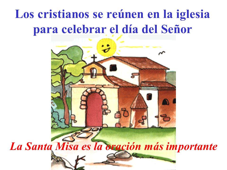Los cristianos se reúnen en la iglesia para celebrar el día del Señor La Santa Misa es la oración más importante