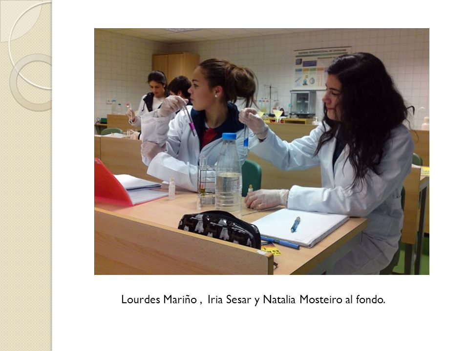 Lourdes Mariño, Iria Sesar y Natalia Mosteiro al fondo.