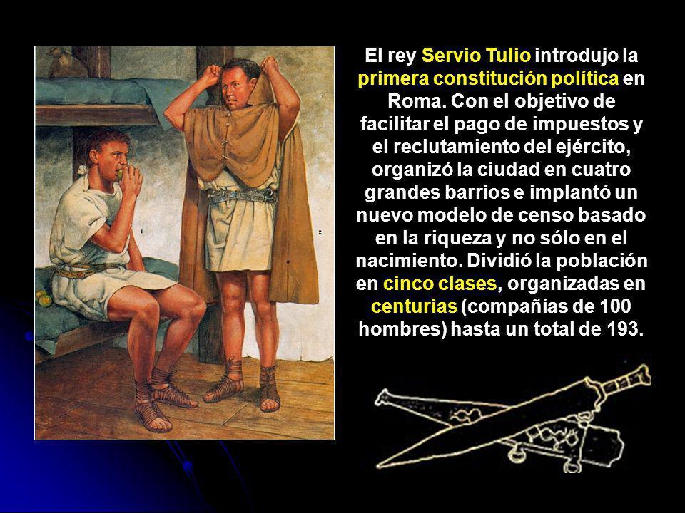 El rey Servio Tulio introdujo la primera constitución política en Roma. Con el objetivo de facilitar el pago de impuestos y el reclutamiento del ejérc