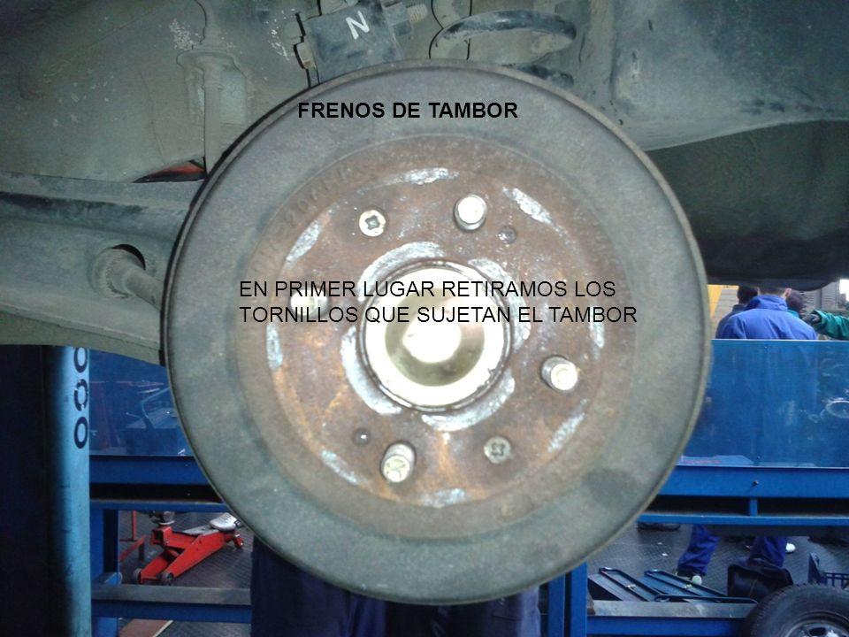 FRENOS DE TAMBOR EN PRIMER LUGAR RETIRAMOS LOS TORNILLOS QUE SUJETAN EL TAMBOR