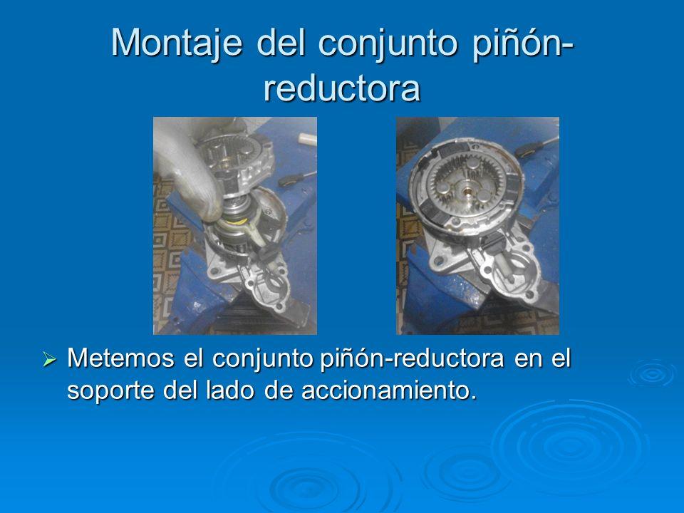 Montaje del conjunto piñón- reductora Metemos el conjunto piñón-reductora en el soporte del lado de accionamiento. Metemos el conjunto piñón-reductora